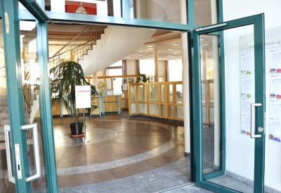 Zukünftig wird sich der Sitzungssaal gleich hinter dem Haupteingang zum Rathaus befinden
