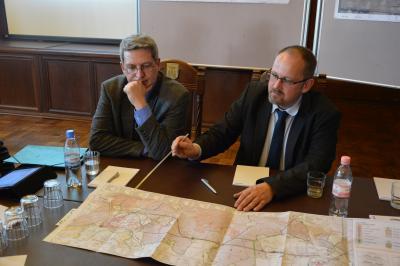 Holger Behrmann, DEGES-Projektabteilungsleiter erklärte am 18. Februar Details der neue Trassenführung I Foto: Martin Ferch