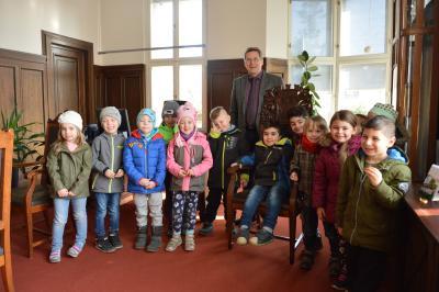 Die Kinder der Kindertagesstätte Märchenland wurden von Bürgermeister Dr. Oliver Hermann begrüßt I Foto: Martin Ferch