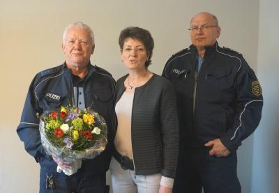 v.l. Peter Keilhack, Bürgermeisterin Kerstin Schöniger und Revierleiter Bernd Fengler