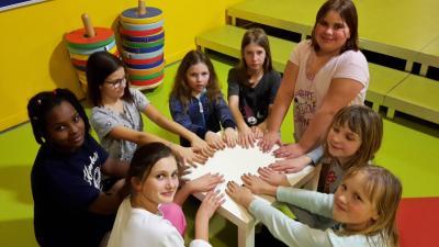 """Die Arbeitsgemeinschaft """"Mädchentreff"""" traf sich zur Übernachtung in der Elblandgrundschule I Foto: Katrin Tetzlaff"""