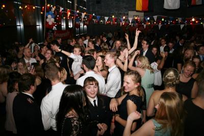 Vorschaubild zur Meldung: Ausgelassene Stimmung: Fast 700 Gäste feiern mit der Feuerwehr