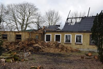 Foto zur Meldung: Großfeuer zerstört Haus und Stall
