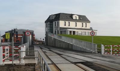 Vorschaubild zur Meldung: Ersatzneubau der Stöpe Dagebüll-Hafen an der Nordseeküste, Schleswig-Holstein, als kombinierte Eisenbahn- und Straßendurchführung