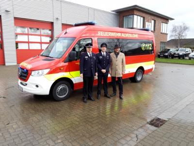 Vorschaubild zur Meldung: Übergabe Feuerwehrfahrzeug in Alveslohe