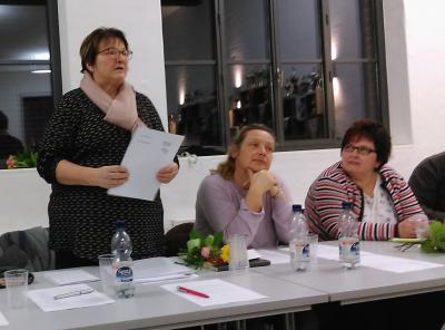 Die Vereinsvorsitzende und links neben ihr die neue Schriftführerin und die neue Schatzmeisterin