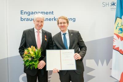 Ehrenbürgermeister Hans-Detelf-Fuhlendorf und Ministerpräsident Daniel Günther