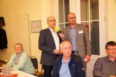 Wünscht sich mehr Berichterstattung über drängende Fragen in Pritzwalk: Bürgermeister Dr. Ronald Thiel (l.) mit Antenne-Brandenburg-Moderator Alexander Dieck. Foto: Andreas König/Stadt Pritzwalk