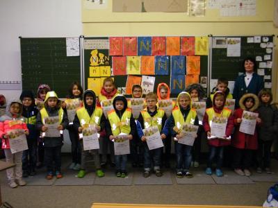 Foto zur Meldung: ADAC Urkunden für die Schüler der 1. Klasse