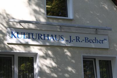 """Unser Bild zeigt den Schriftzug """"Kulturhaus""""."""
