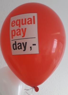 Mit einer Luftballon-Aktion am Montag, den 18. März, möchte der Frauenbeirat der Stadt Maintal auf Lohnunterschiede zwischen Männern und Frauen aufmerksam machen.