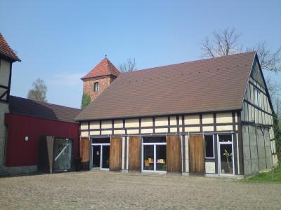 Stadt Perleberg, 2011   Stadtbibliothek im Innenhof des Wallgebäudes