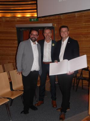 Geschäftsführer M. Ehlers, Ehrengast D. Steffens und Bürgermeister F. Kracht (Foto: Stadt Sassnitz)