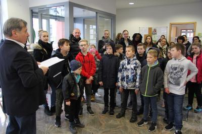 Bürgermeister Georg Lüdtke begrüßte alle Malerinnen und Maler sowie deren Eltern