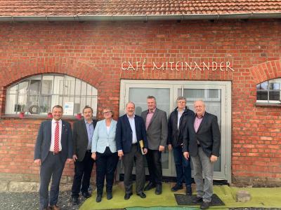 v.l.n.r. BGM Carl Christoph Möller, Herr Leidenfrost (AWO Nordhessen), Frau Beigeordnete Mannel, Herr Schmidt (Geschäftsführer AWO Nordhessen), Herr Beigeordneter Rexroth, Herr Dr. Klein (Vorsitzender des Fördervereins Generationenhof e.V.) sowie Herr Beigeordneter Pfromm.