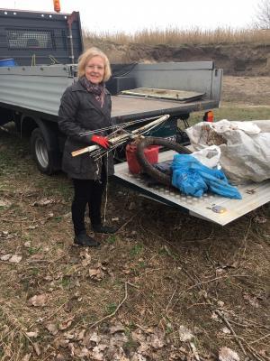 Foto zur Meldung: Pressemitteilung des Landkreises Teltow-Fläming - Beigeordnete auf Umweltstreife