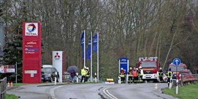 Foto zur Meldung: Großeinsatz wegen Gasleck an Tankstelle, Autohaus evakuiert