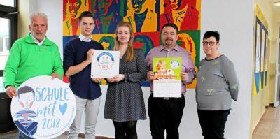 Von links: Lutz Schulz, ehrenamtlicher Mitarbeiter im Kinderhospiz, die Schülervertreter Luca Schneider und Julia Michalski, Schulleiter Matthias Ziegler und Petra Stöhl, die mit Schulleitungsaufgaben beauftragt ist.