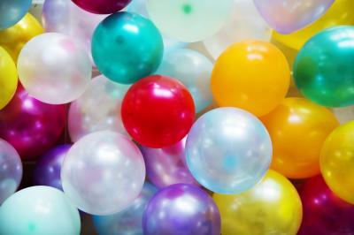 https://pixabay.com/de/gl%C3%A4nzend-runde-aus-farbe-hell-3182654/