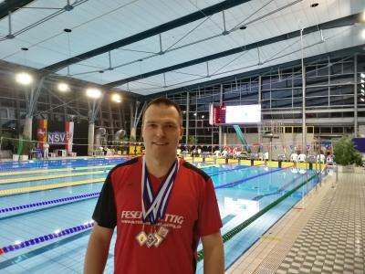 Michael Ritter nach dem erfolgreichen Wettkampf in der Braunschweiger Schwimmhalle Heidberg