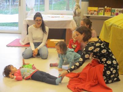 Seit November 2018 gibt es jeweils freitags im Familienzentrum Schillerstraße ein offenes Elterncafé für Eltern mit Kindern von 0 bis 3 Jahren.