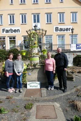 V.l.n.r.:Sandra Müller, Praktikant: Wilhelm Ruhl, Jeannette Heinze (Blumeneck Werner) und Bürgermeister Holger Obst