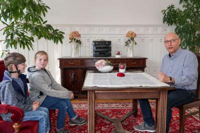 Das Trauzimmer war eine der Attraktionen beim Besuch der Christophorusschüler aus Hoppenrade im Pritzwalker Rathaus. Foto: Andreas König/Stadt Pritzwalk