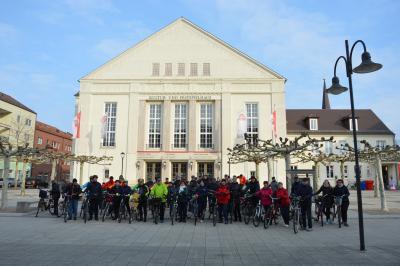 51 Radler kamen zum Start der Sternfahrt zum Kultur- und Festspielhaus I Foto: Martin Ferch