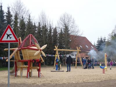 Vorschaubild zur Meldung: Ein Flugplatz-Spielplatz für Heinrichsfelde