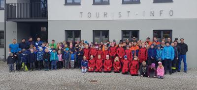 80 Kinder und 25 Erwachsene halfen mit, die Umwelt im Gemeindebereich vom Wohlstandsmüll zu befreien.