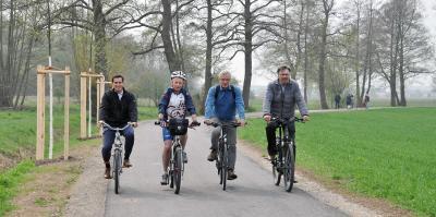 Foto zur Meldung: Auf feinem Belag zum Hegbachsee: Wegeabschnitt der Regionalparkroute in Nauheim eröffnet