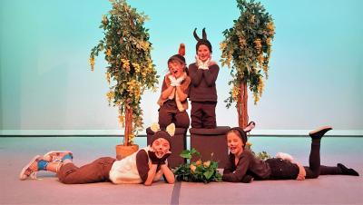 Foto zur Meldung: Wer wird der beste Osterhase? - Schauspielschüler proben für Sommertheater auf dem Salzberg