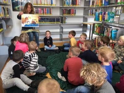 Foto zur Meldung: Kita In den Haberswiesen - Besuch in der Bücherei