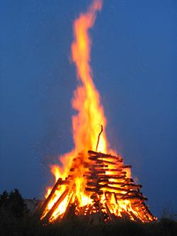 Vorschaubild zur Meldung: Damit auch Ihr Osterfeuer zum Vergnügen wird...