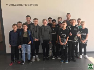 Foto zur Meldung: Jugend der SG Oberpolling-Nammering-Fürstenstein zu Besuch im FC-Bayern-Campus