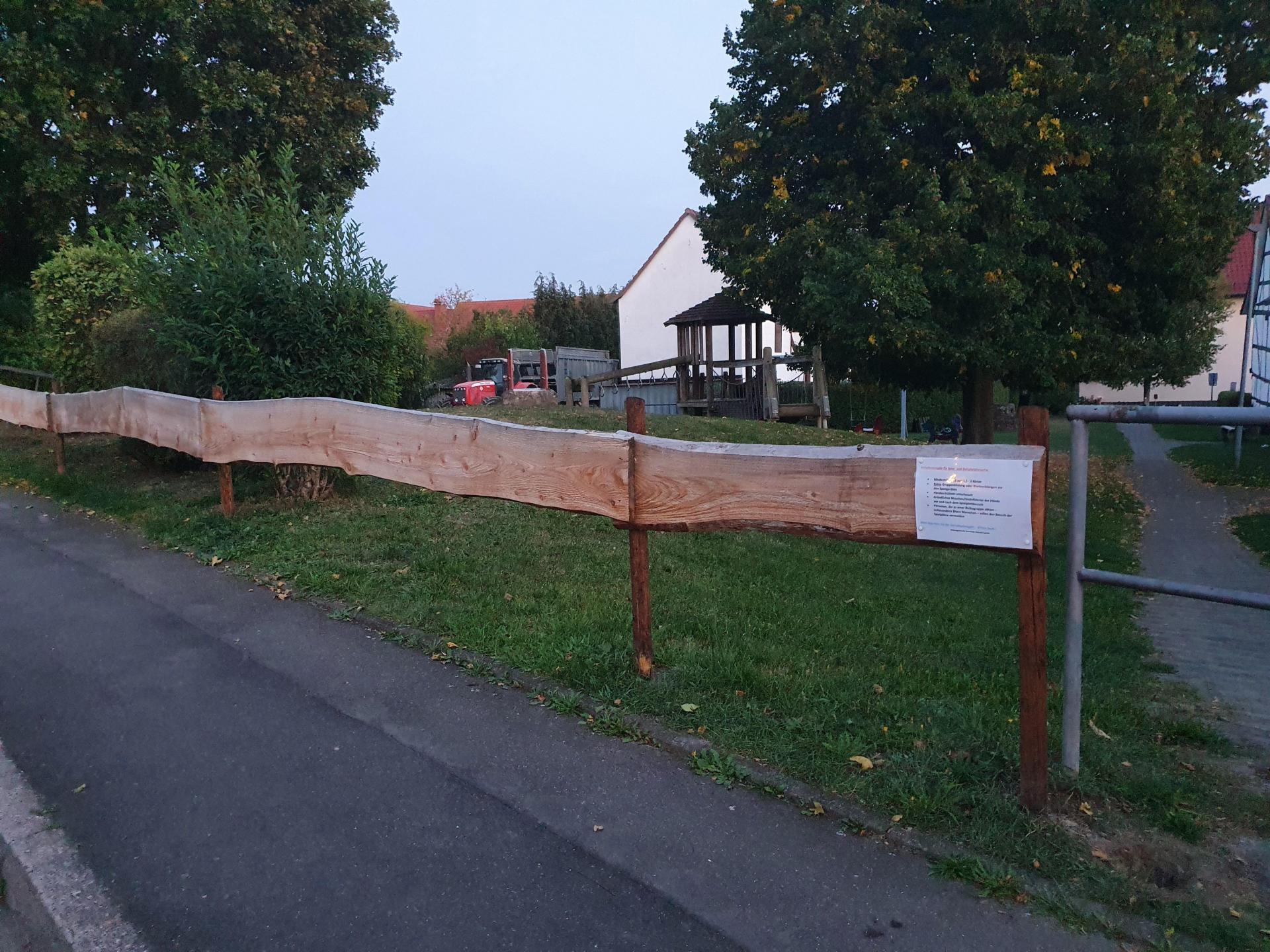 Neuer Zaun am Schenklengsfelder Spielplatz