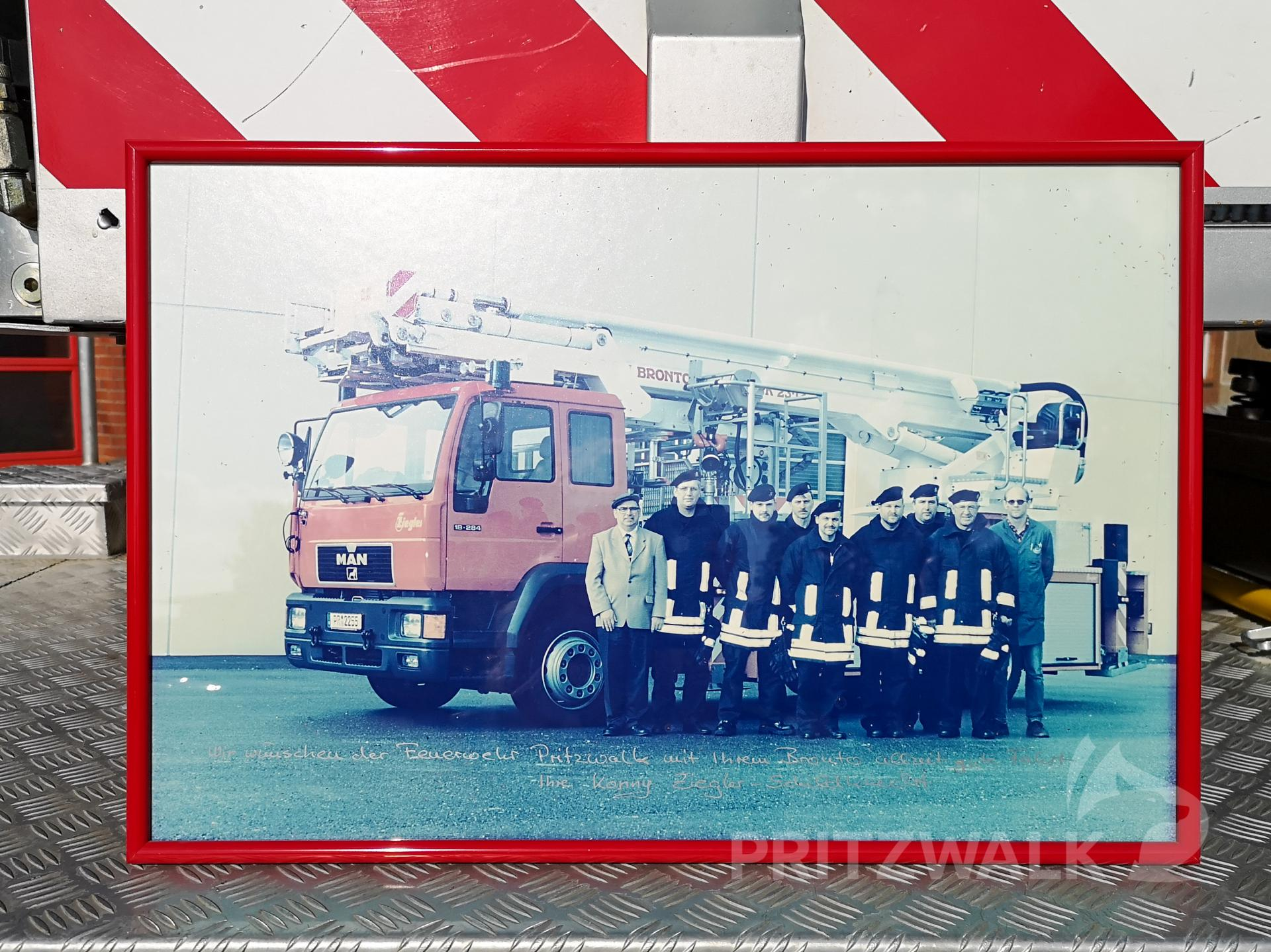 Erinnerung an die Übergabe des Bronto Skylift im Dezember 200. Foto: Beate Vogel