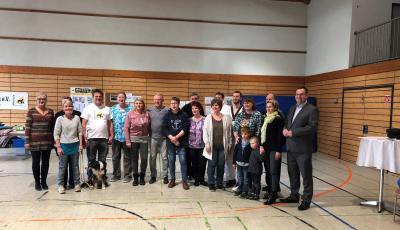 Gruppenbild mit den anwesenden Vereinsmitgliedern und dem Ortsbeigeordneten Christian Wertke