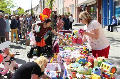 Foto zur Meldung: Trödelmarkt für Jedermann ergänzt den Calauer Heimatmarkt