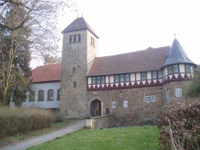 Vorschaubild zur Meldung: Museumsfreunde erobern Burg Wohldenberg