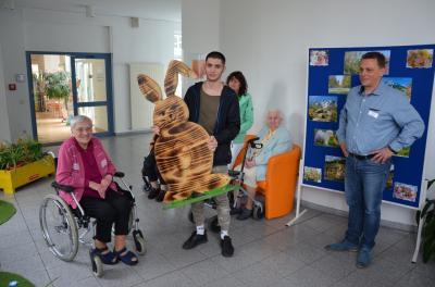 """Foto zur Meldung: Osterschnitzereien für das """"Mückenberger Ländchen"""""""