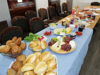 Vorschaubild zur Meldung: Fröhliches Frühstück