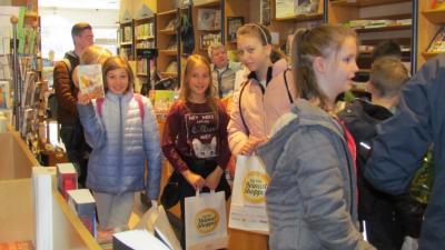 Vorschaubild zur Meldung: Sekundarschüler besuchen Bücherei Hamm in Altenhundem