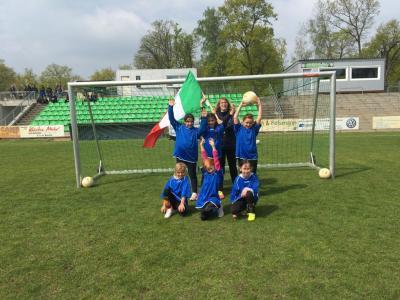 Foto zur Meldung: 1. Fürstenwalder Schul-WM im Mädchenfußball
