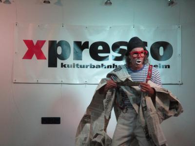 Joaquino Payaso mit seinen sieben Koffer zu Besuch im X-Presso