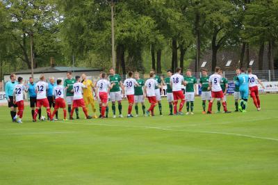 """Derzeit befindet sich der FC Seenland Warin auf ,,Abschiedstour"""" aus der Landesliga. Hier zuletzt, trotz abschließend hoher Niederlage, in einer sehr fairen Begegnung beim FC Schönberg."""