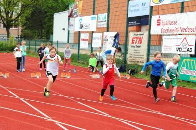 Foto zur Meldung: Junge Athleten trotzen bei Kreismeisterschaft dem Regen