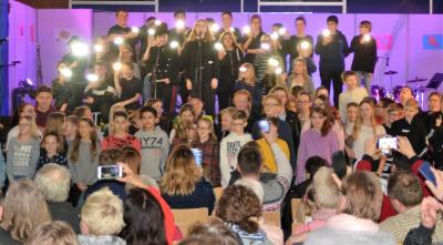 """Foto zur Meldung: """"Wir halten zusammen"""" -  Der Song von SAM - in Concert"""