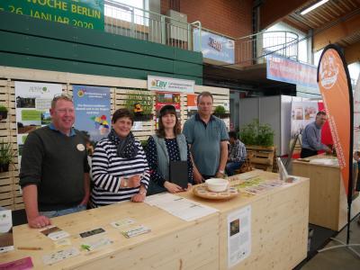 Vertreter aus Südbrandenburg am Stand des Landesbauernverbandes