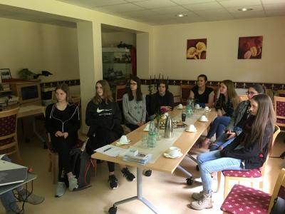 """Vorschaubild zur Meldung: Schülerinnen und Schüler des SHG-Besuchsdiensts erhalten den Titel """"Demenz-Partner"""""""